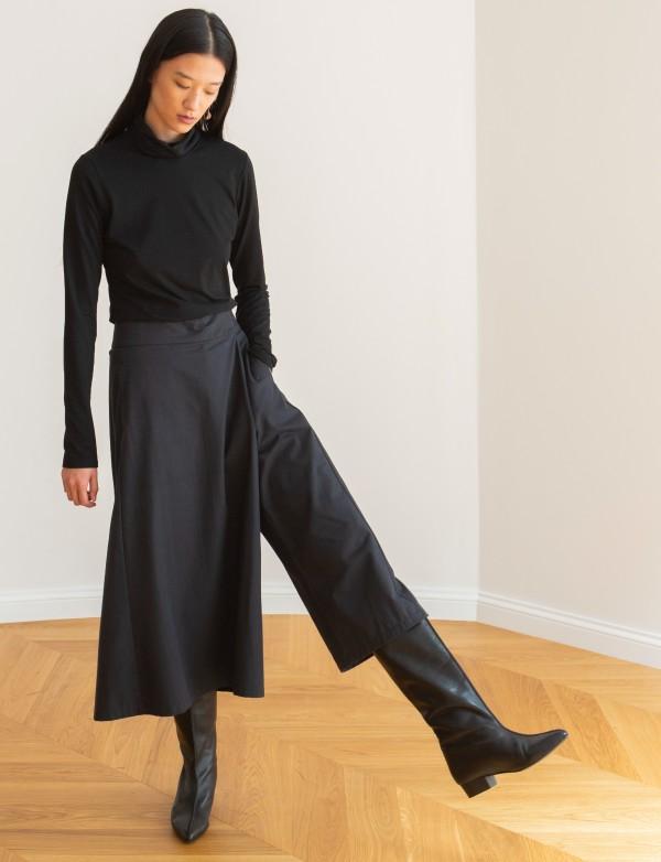 Černé tříčtvrteční kalhoty Luce