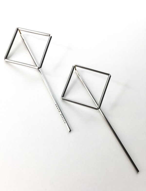 RIGHT LINE EARRINGS